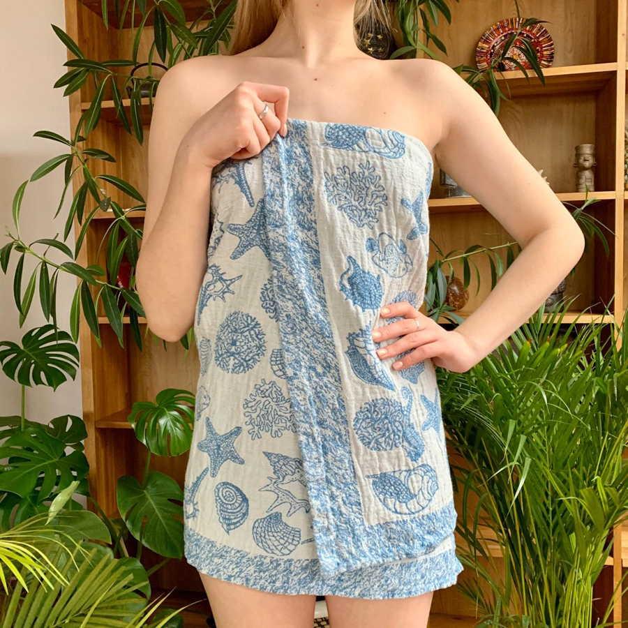 Полотенце банное из льна голубое Ракушки
