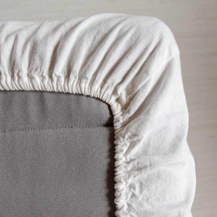 Натяжная простыня умягченная из 100% льна Белого цвета